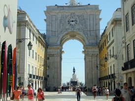 The Rua Augusta Arch...looks far more impressive from the other side.